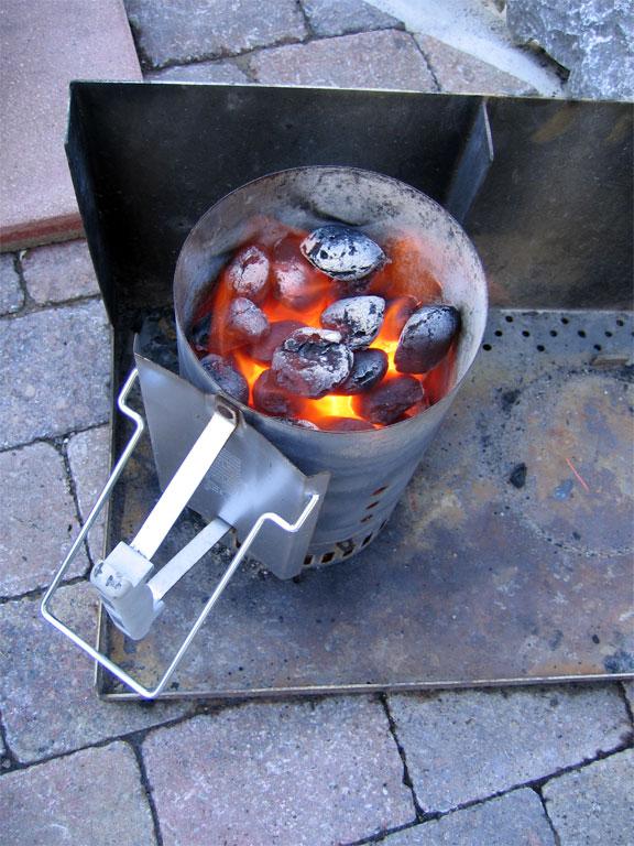 Розжиг углей для мангала